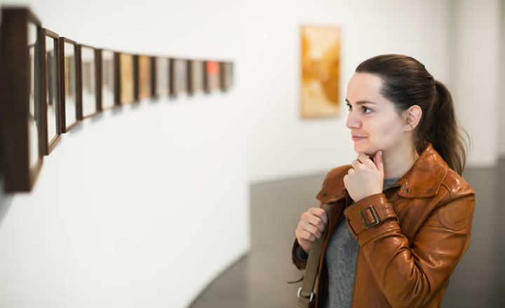 Art Gallery visit by woman