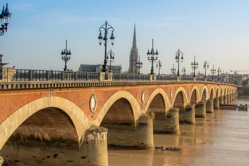 Garonne River and the Pont de pierre bridge in Bordeaux