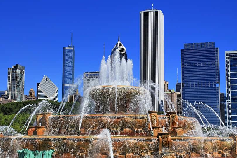 Buckingham Fountain in Grant Park Chicago IL