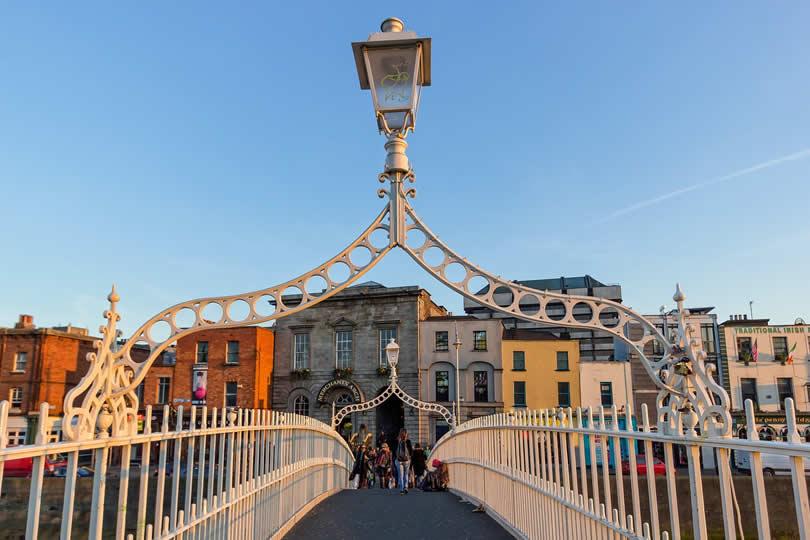 Ha'penny Bridge spanning the river Liffey in Dublin