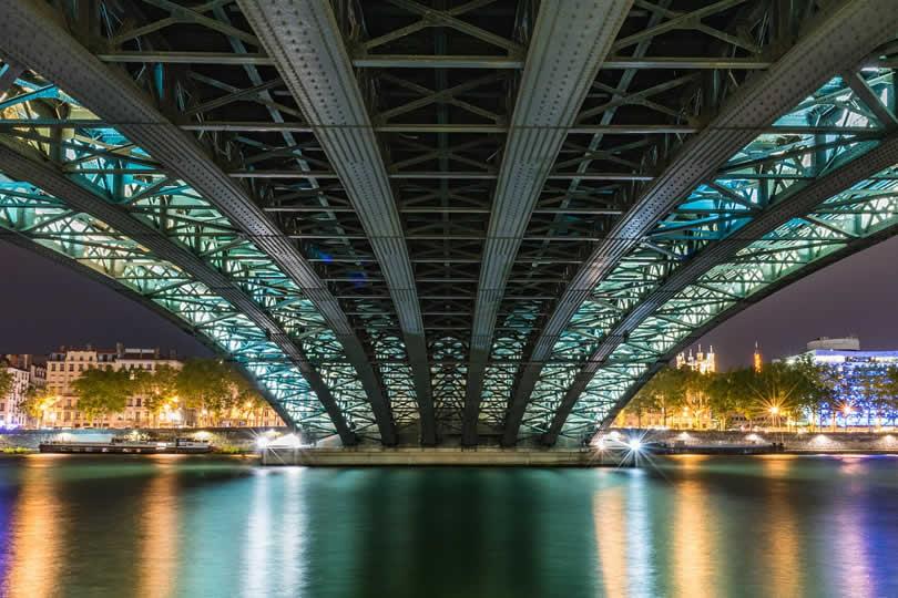 Lyon Schuman Masaryk bridge at night