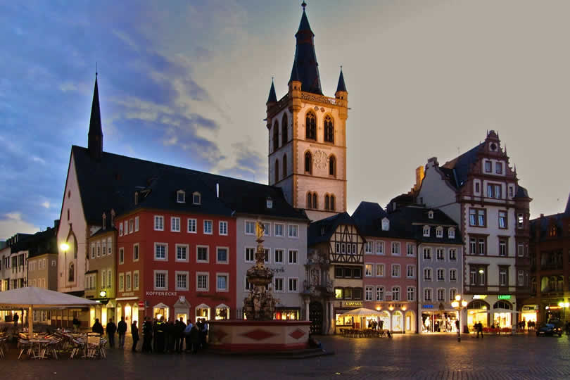 Trier city centre square at night