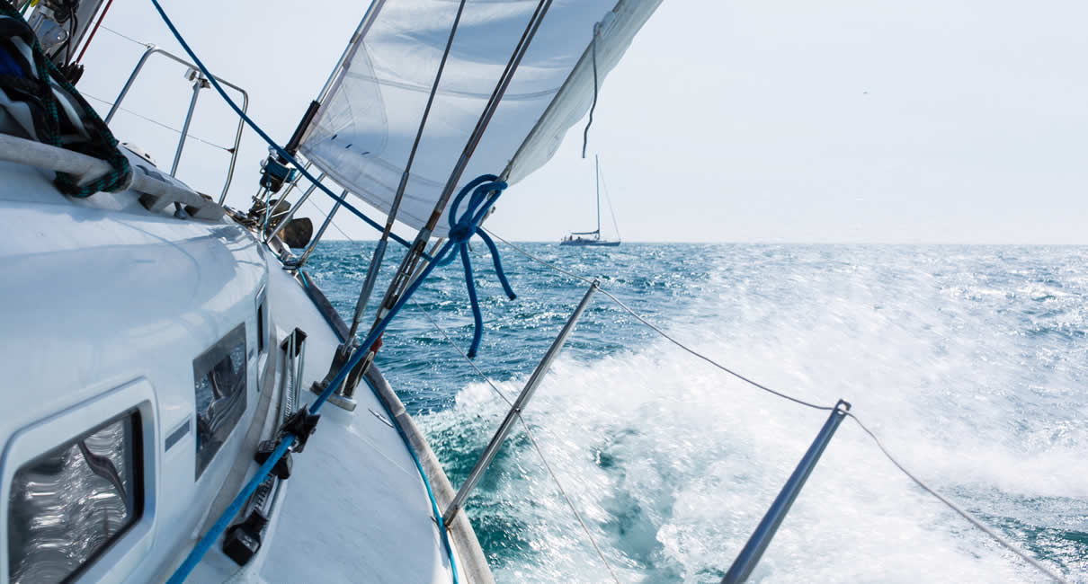 Yacht racing in waves